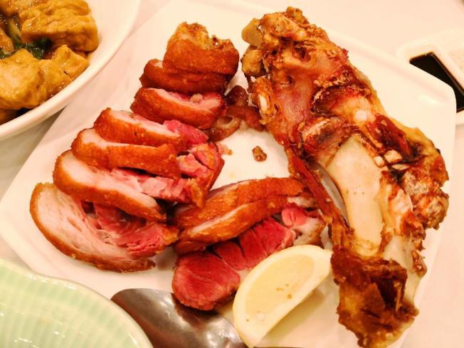 廚房製造秘製香脆不油膩的澳門豬手,色、香、味具全,無論配酒或下飯都甚稱絶味!