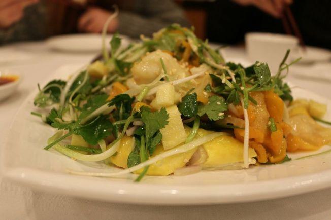 廚房製造出品各色各樣大排檔的風味菜。