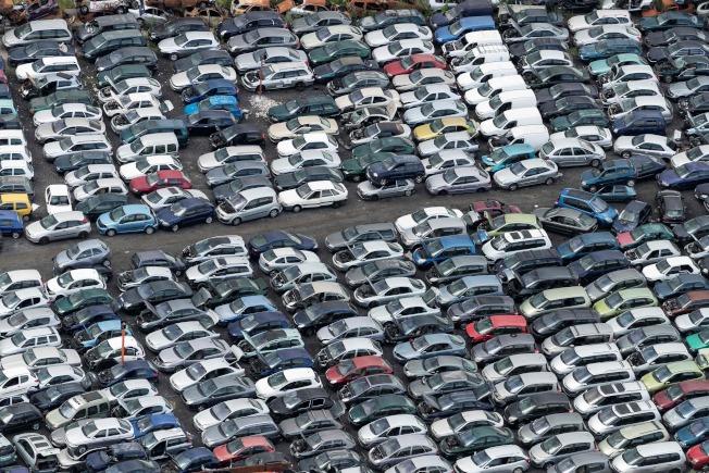 汽車產業面臨一連串難題,難以解決。(Getty Images)