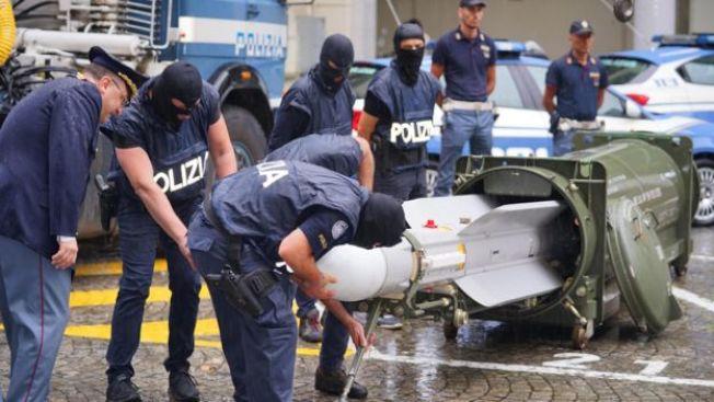 義大利警方破獲一枚空對空導彈。(歐新社)
