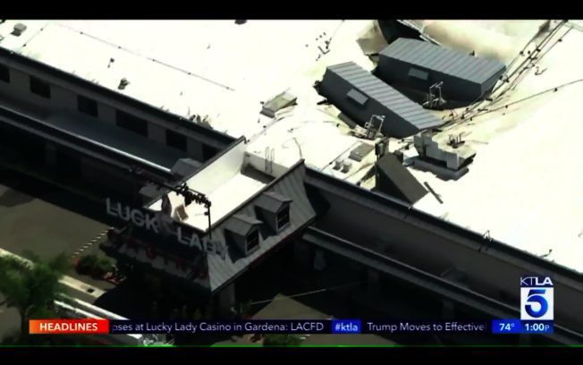 塌陷處正是安裝了空調機的位置。(KTLA電視截圖)