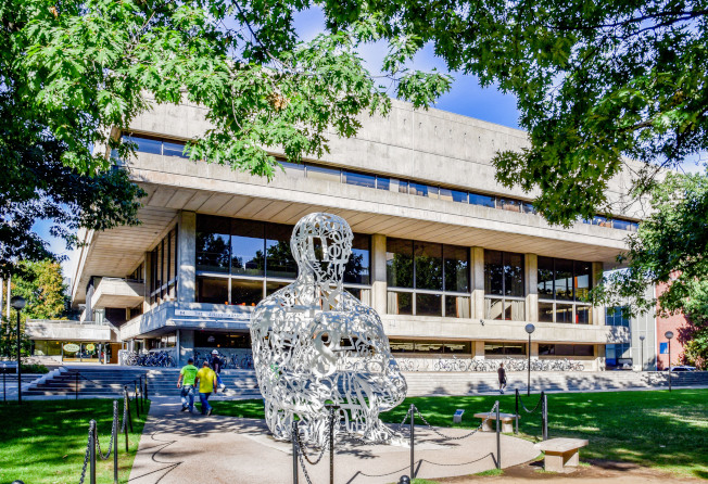 麻省理工學院校園內抽象派雕塑。(本報檔案照)