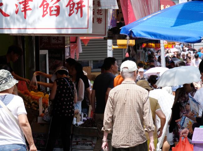 小商業十分繁榮的紐約市華人社區,新移民源源不斷。(記者曹健╱攝影)