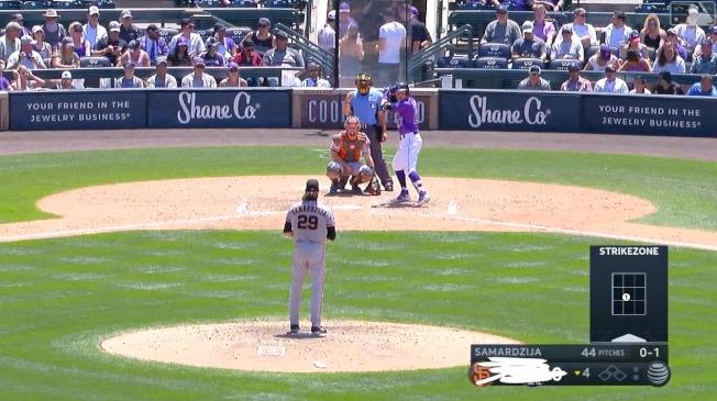 洛磯在主場遭巨人血洗,擔任球評的前洛磯外野手史匹柏看不下去,直接在轉播畫面上把13:0的比數塗鴉遮蓋。圖/取自大聯盟官網影片