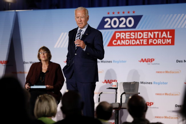 民主黨總統參選人、前副總統白登15日公布歐記健保2.0版的補充計畫,要在歐記健保中增加「政府保險計畫」的選項。(美聯社)