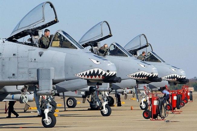 美國空軍23大隊的A-10攻擊機,仍然保持飛虎隊特有的「鯊魚嘴」塗裝。(美國空軍資料照片)