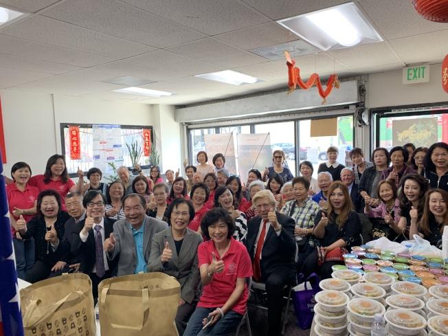 洛杉磯華埠圖書閱覽室日前舉辦「台灣波霸奶茶」文化講座,近50位來賓到場聆聽。(記者高梓原╱攝影)