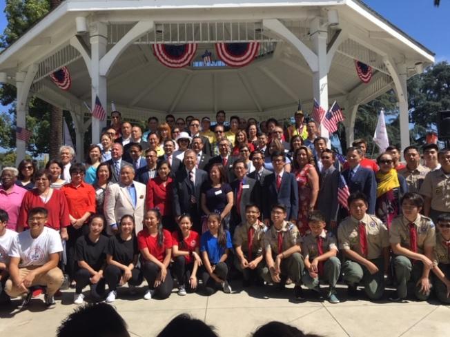 南加州各地民選官員和社團代表出席美國國慶升旗典禮。(記者楊青╱攝影)