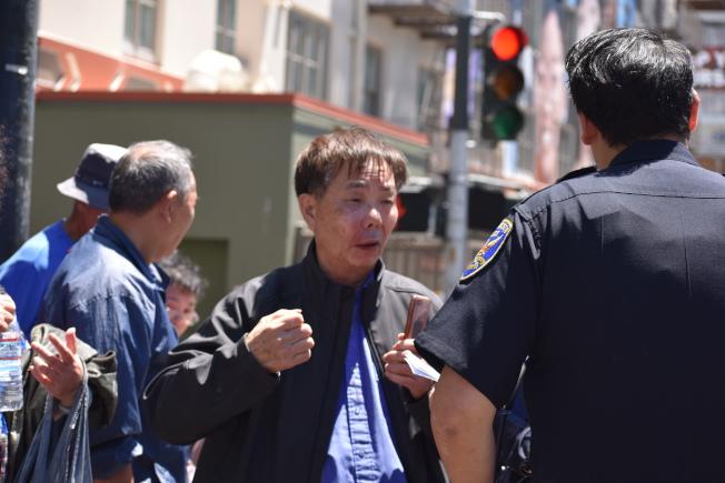 黃宏昶被毆打左臉腫脹受傷。(記者李秀蘭/攝影)