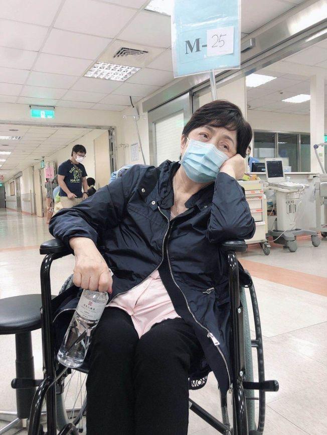 甄珍在高雄連日來行程滿檔,疑太過勞累病倒就醫,目前已無大礙出院休息。(圖:甄珍助理提供)