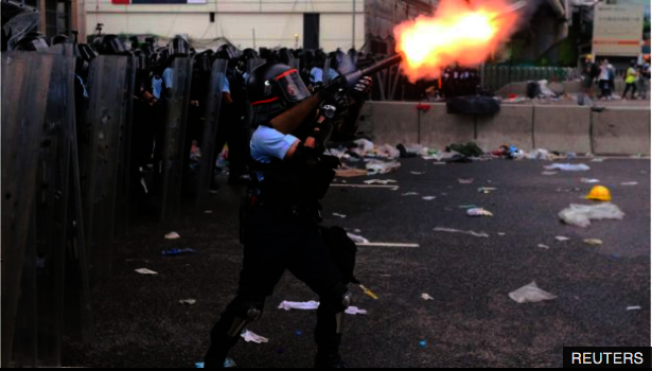香港警方曾說6月12日的示威是暴動,但後來改口,說沒有為當天的遊行定性。(路透社資料照片)