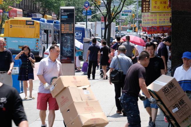 在紐約市皇后區法拉盛,華人商家為新移民提供了很多就業機會。(記者曹健╱攝影)
