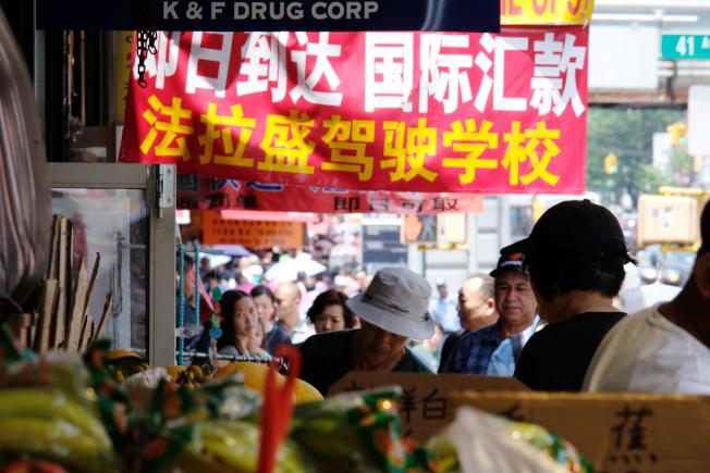 美國華人聚居社區的華人超市,既為人們提供了家鄉食品,也提供了工作機會。(記者曹健╱攝影)