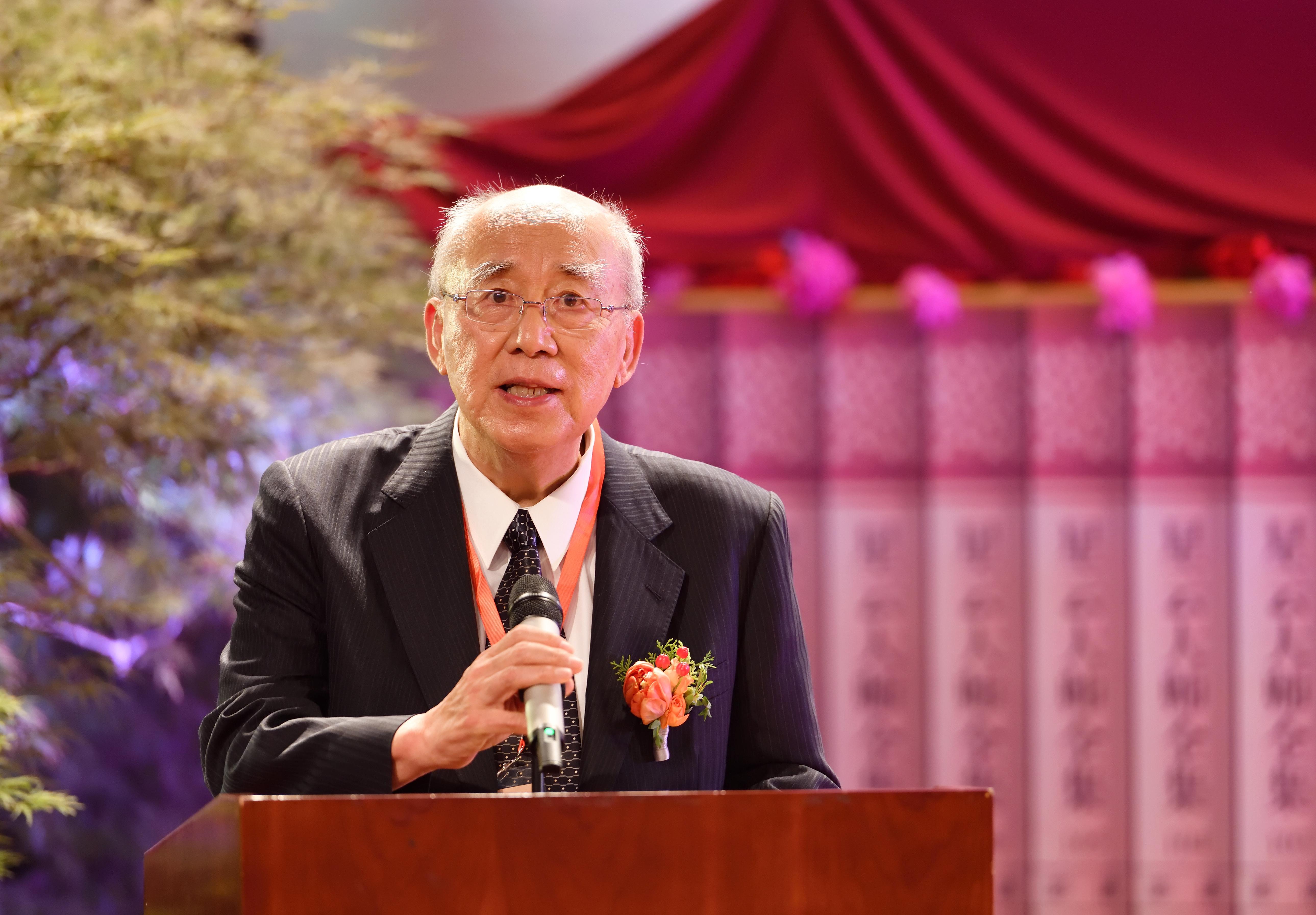 中國國民黨榮譽主席、國際佛光會世界總會榮譽總會長吳伯雄,在新書發布儀式上致辭。(中美寺提供)