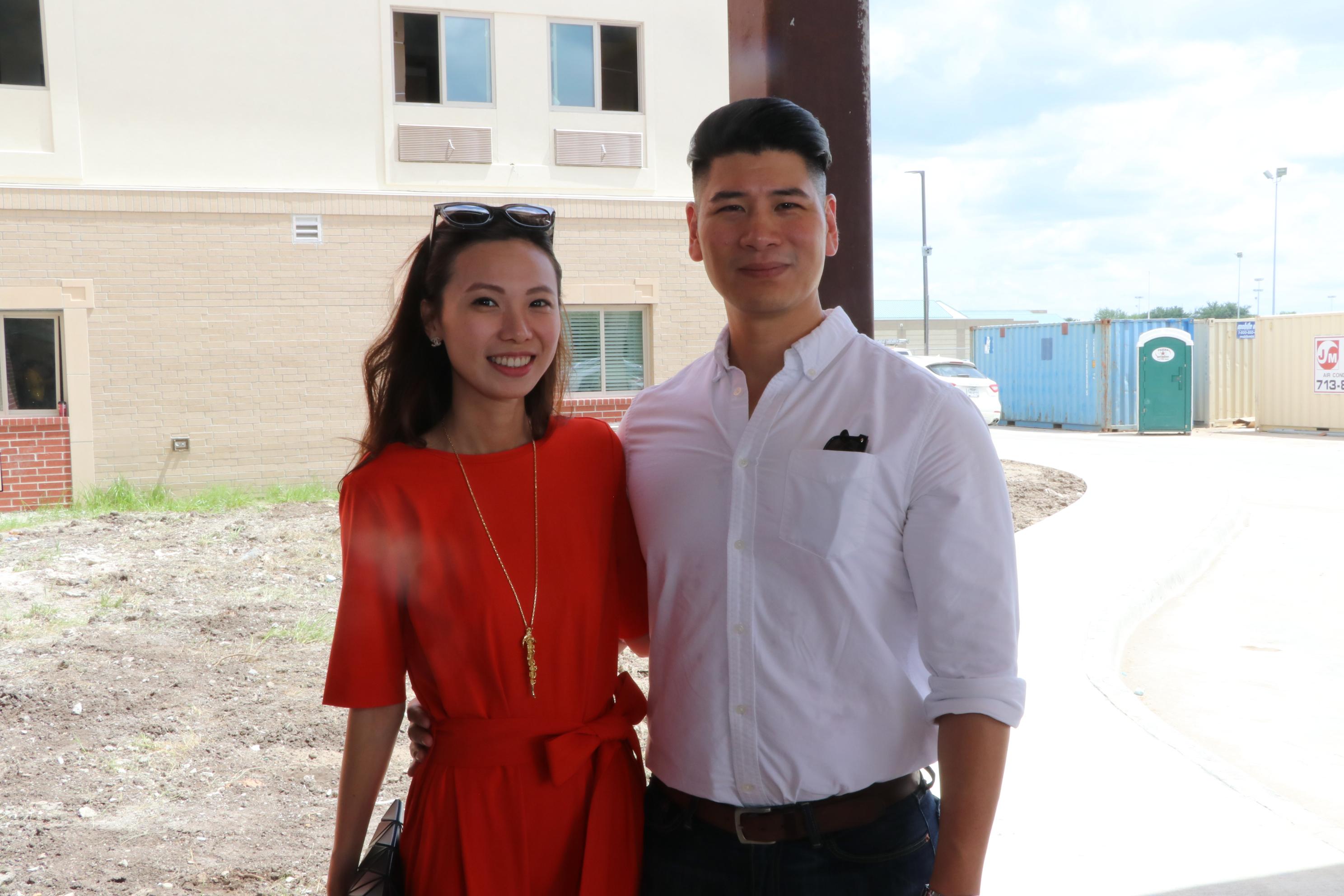 楊婉琪(左)與世大建築事務所的Victor Lee合影。