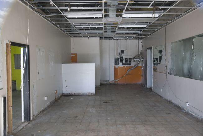 美國零售業倒閉成風,圖為佛州邁阿密一個購物中心的空置店面。(Getty Images)