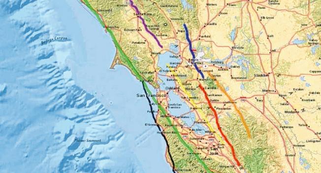 灣區的7條斷層:綠色(聖安德里亞斯斷層)、黃色(海沃斷層)、紅色(卡拉瓦斯斷層)、藍色(康柯德-格林谷斷層)、橙色(格林維爾斷層)、黑色(聖葛瑞柯里奧斷層)、以及紫色(羅傑斯溪斷層)。(圖:USGS)