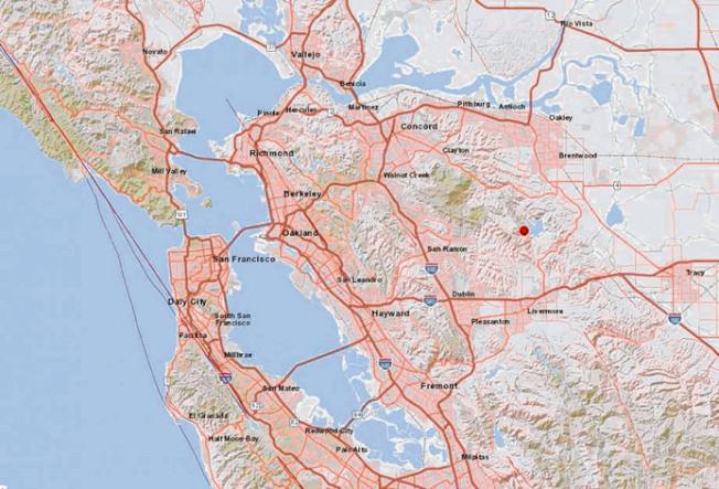 東灣16日下午發生規模4.3的中小型地震,震央(見圖)位於黑鷹鎮(Blackhawk)以東7.5哩,以及康柯德(Concord)東南17哩。(圖:USGS)