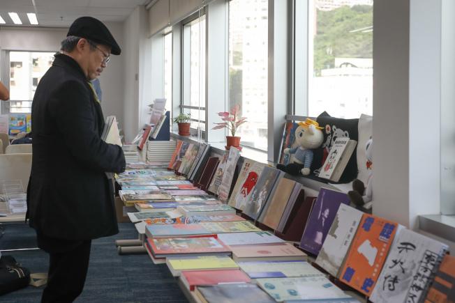 2019年香港書展在7月17至23日舉行。圖為現場展示書展的重點圖書。(中通社)