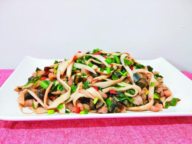 皮蛋韭菜炒麵