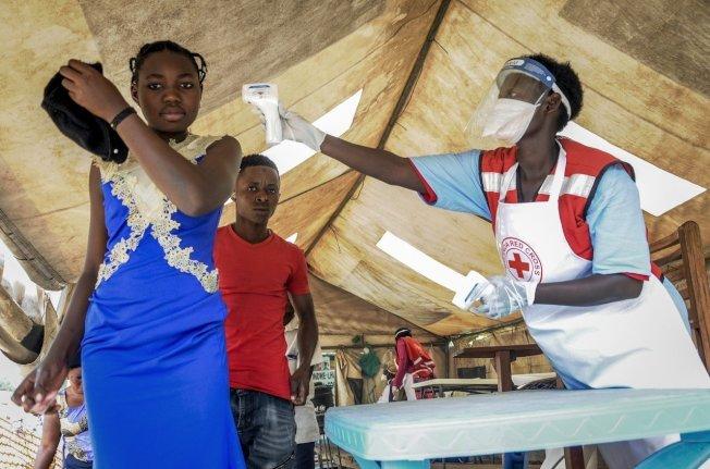 圖為烏干達部邊境設置的伊波拉檢疫所,檢測自剛果民主共和國來的人是否有伊波拉症狀。美聯社