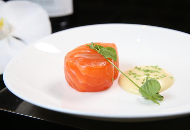 鮭魚含優質脂肪,抗發炎功效歸功於Omega-3脂肪酸,有助降低心臟病、關節疼痛與憂鬱症風險。本報資料照片