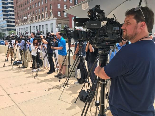 17日結辯陳詞吸引許多媒體到場。(特派員黃惠玲╱攝影)