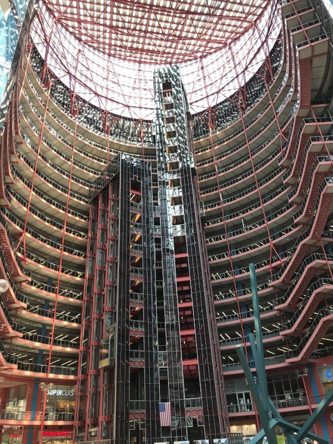 位於芝加哥市的州府大樓,連續三年名列「瀕危建物」。(特派員黃惠玲/攝影)