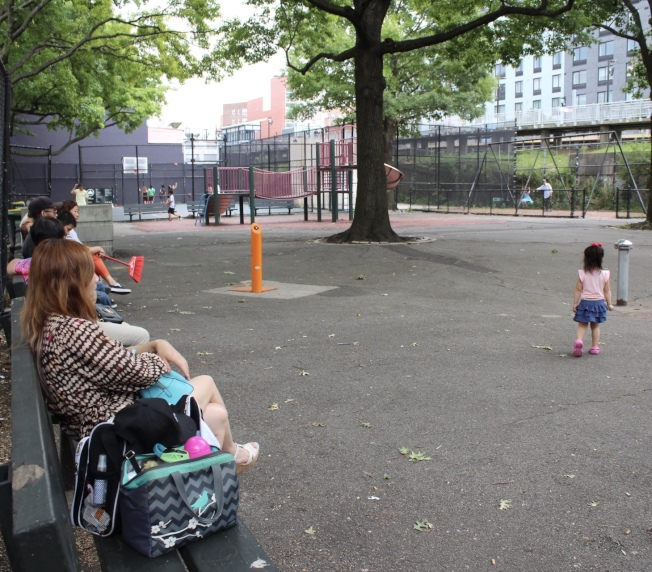 很多父母為了子女的發展留在美國。(記者劉大琪/攝影)