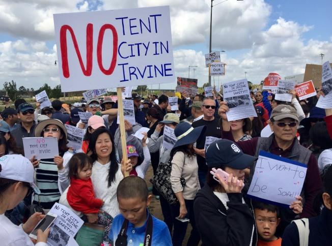 橙縣的遊民問題一度引起橙縣居民集會請願。(記者尚穎╱攝影)