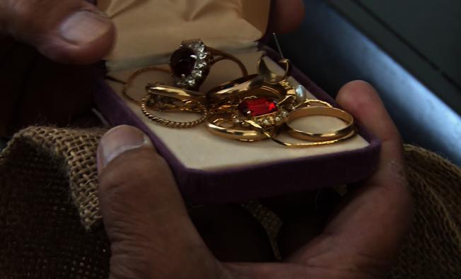 金光黨瞄準華裔耆老,騙取值錢物品。圖為示意圖片。(洛杉磯縣檢察官辦公室提供)