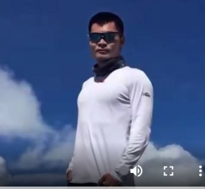 北大博士代表莊方東稱自己半天走9萬8800步,遭專家質疑。(視頻截圖)