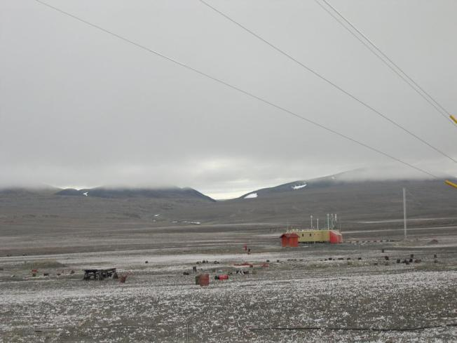 加拿大阿勒特為全球最北端永久居住地,14日記錄到創新高的攝氏21度高溫。圖為位於阿勒特的氣象站。(取材自維基百科)