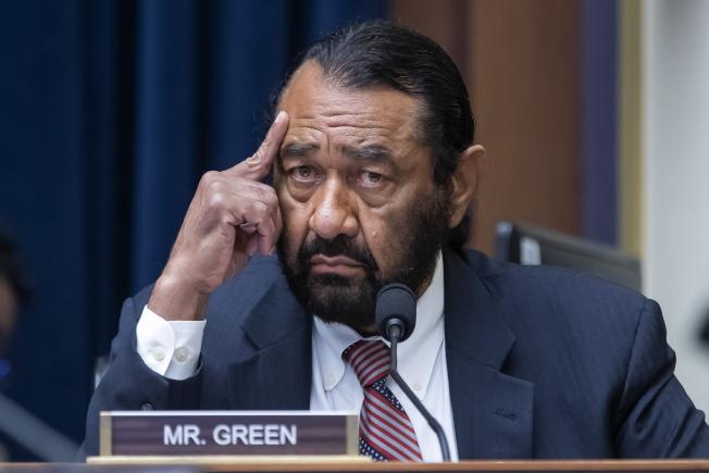 德州民主黨國會議員格林提出彈劾川普案,遭到眾院封殺,圖為格林出席眾院財政委員會議。(歐新社)