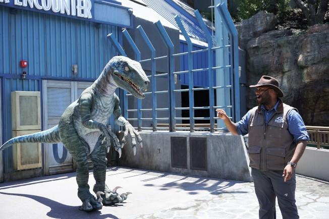 「侏羅紀世界之旅」推出真人訓練恐龍表演。(記者馬雲/攝影)