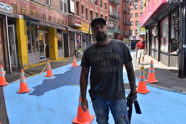 擁有四分之一華裔血統的藝術家蒙地法洛,將為今年的宰也街公共藝術項目作畫。(記者顏嘉瑩/攝影)