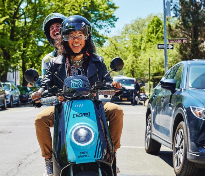 Revel共享電動摩托車成為不少年輕人通勤的新選擇。(取自Revel官網)