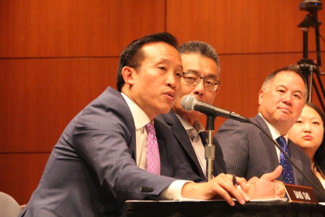 三位華裔眾議員反對貿易戰。左起邱信福、朱感生、丁右立。(記者李晗 / 攝影)