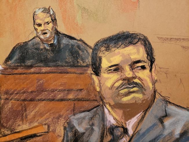 墨西哥大毒梟「矮子」古茲曼被判終身監禁再加30年徒刑,圖為古茲曼聆聽判刑的法庭速描。(路透)