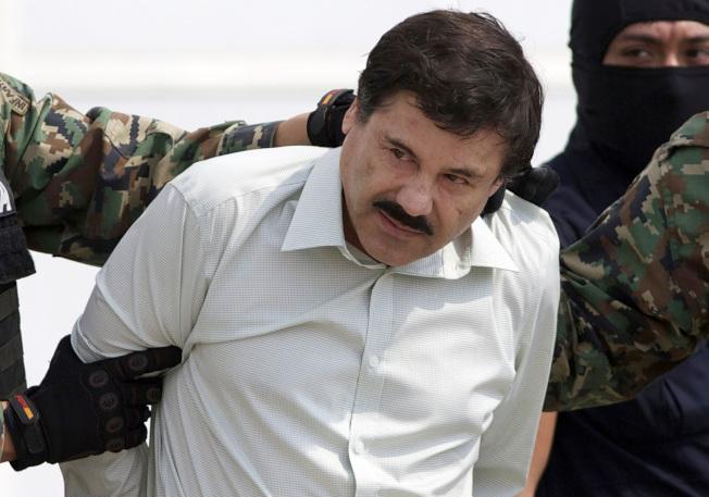 墨西哥大毒梟「矮子」古茲曼被判終身監禁再加30年徒刑,圖為古茲曼在2014年落網時的資料照片。(美聯社)
