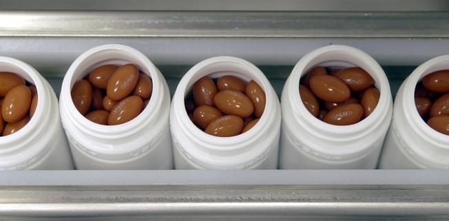 聯邦食品暨藥物管理局警告,部分號稱減重的營養補充品反而會讓服用者體重增加。(美聯社)