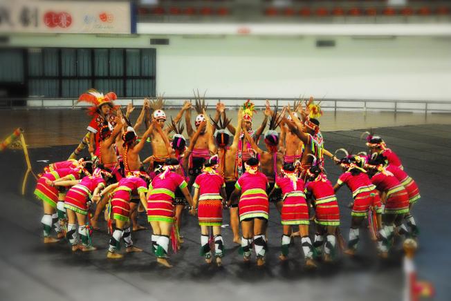 全臺第一名的原住民舞蹈隊。