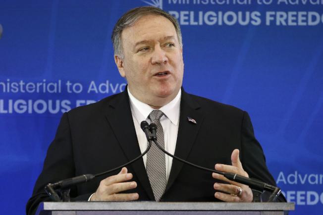 美國國務卿龐培歐 (Mike Pompeo)18日在「促進宗教自由部長級會議」指控中國官員要求他國不要參與會議,並稱中方侵犯人權與宗教自由的行為是「世紀汙點」(Stain of the century)。(美聯社)