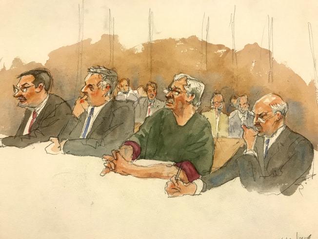 一名聯邦法官18日以「對公眾構成危險」的憂慮,拒絕艾普斯坦(右二)的保釋要求。圖為當天庭上的繪圖。(美聯社)