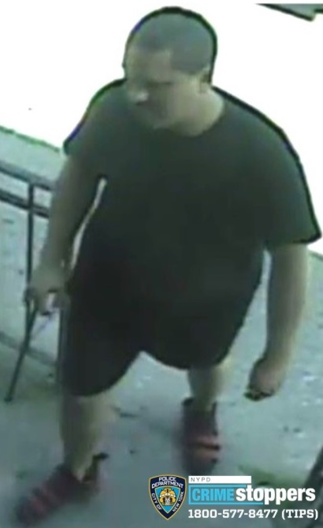 該男子涉嫌持假幣並搶劫兩家華人經營的按摩店。(警方提供)