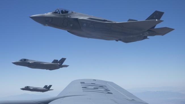 美國在中東部署F-35戰機震懾伊朗,圖為美國F-35戰機編隊飛行。(美國空軍)