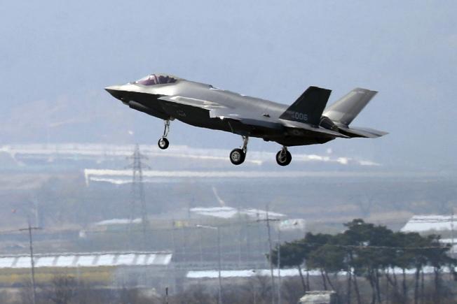 美國在中東部署F-35戰機,震懾伊朗。圖為一架F-35A戰機。(美聯社)