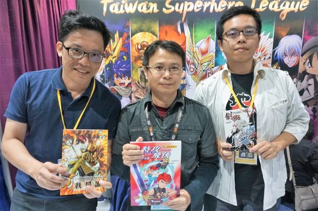 曾建華、成風、BARZ三位台灣漫畫家首次帶作品參展聖地牙哥國際動漫展。(記者馬雲/攝影)