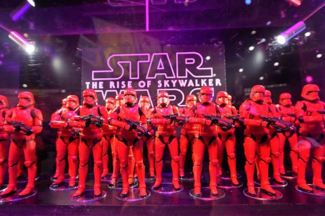 年底將上映的「星際大戰9」紅色暴風兵團亮相SDCC動漫展。(記者馬雲/攝影)