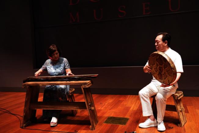 「郭培:超越時裝展」晚宴,邀請到趙家珍為觀眾現場演奏。(寶爾博物館提供)